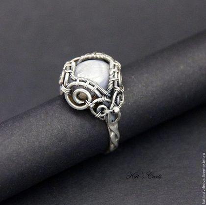 Купить Серебряное кольцо с сапфиром - серебряный, серо-голубой, сапфир, серебряное колько, колько