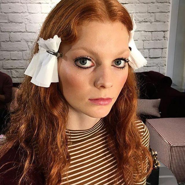 Vi har vær på @polhemprnorge SS17 show i dag og vist frem de flotte nyheten våre💋  Gled dere til våren! 😍 @lindawickmann la denne trendy looken på modellene på showet. #polhempr #SS17 #nyheter #2017 #makeglamourhappen #maxfactornorway