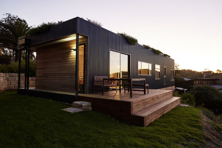 Eco-Friendly Beachside Home with a Living Green Roof Built in Just Six Weeks - My Modern Met