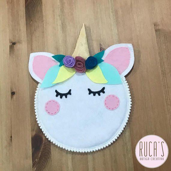 Fieltro y unicornio, un tándem perfecto!!! Perfecto para decorar cualquier estancia!!!! Se puede personalizar colores y se puede incluir frase o nombres