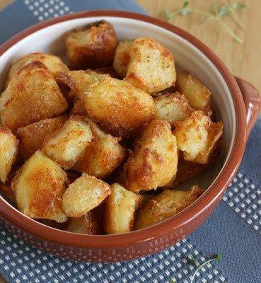 Ingrédients pour 4 personnes 1 kg de pommes de terre Bintje (farineuses) 25 g de beurre 2 cuil. à soupe d'huile d'olive Fleur de sel Gros sel Préparation Préchauffez votre four à 210°C. Pelez, lave…