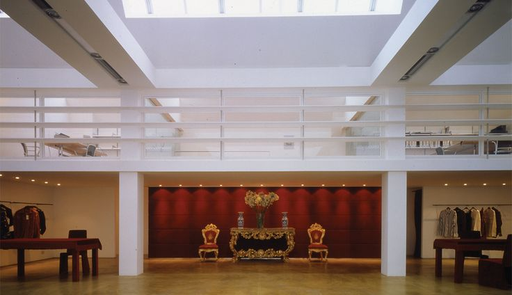 Dolce e Gabbana Showroom by Claudio Nardi Architects in Milano. This space is the meeting of three different languages in harmony with each other, that contribute to building an image made with the sense of the contemporary, the richness of tradition, the post-industrial modern, and above all, the most ancient, aristocratic, and austere at the same time . #DG #dolce #gabbana #milano #showroom #fashion #design #contemporary #golden #red #white #furniture #decoration #light #skylight