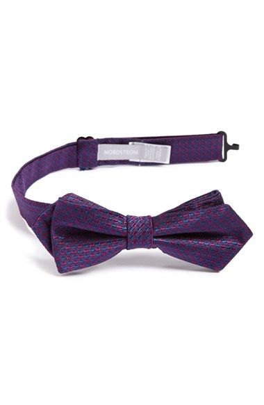 Free shipping and returns on Nordstrom 'Holiday Houndstooth' Silk Bow Tie (Toddler Boys) at Nordstrom.com. A festive houndstooth check provides a handsome update for a pointed bow tie cut from pure silk.