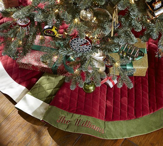 The 25+ best Traditional christmas tree skirts ideas on Pinterest ...