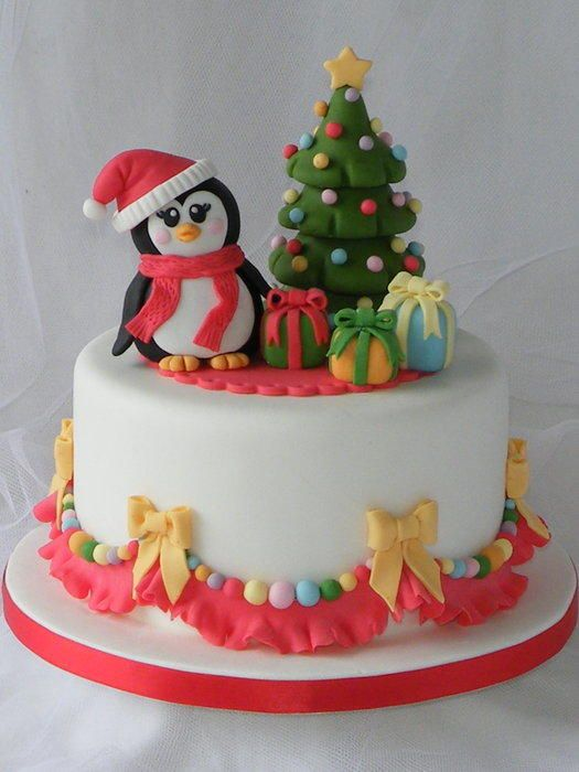 I don't know why, but I always run out of ideas for Christmas cakes, and this year I have to do four!!!! The first one is this one with my little Ms Penguin near her Christmas tree, preparing her presents. It's the same penguin I used on the...