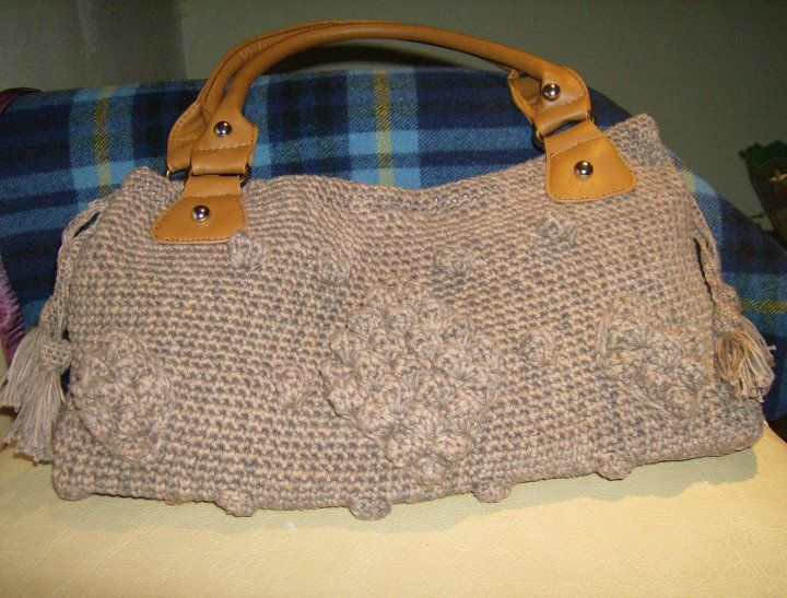 Bolsa crochet inspirada na bolsa da Angelina Jolly. Esta foi para a colega Ana.