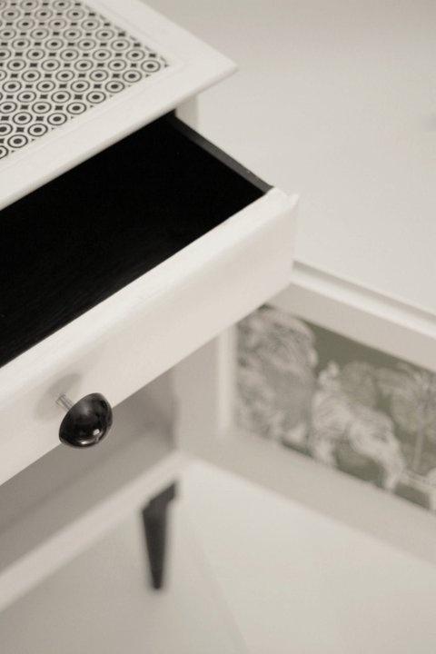 Mesa de luz. Técnica decoupage. www.facebook.com/chochamuebles