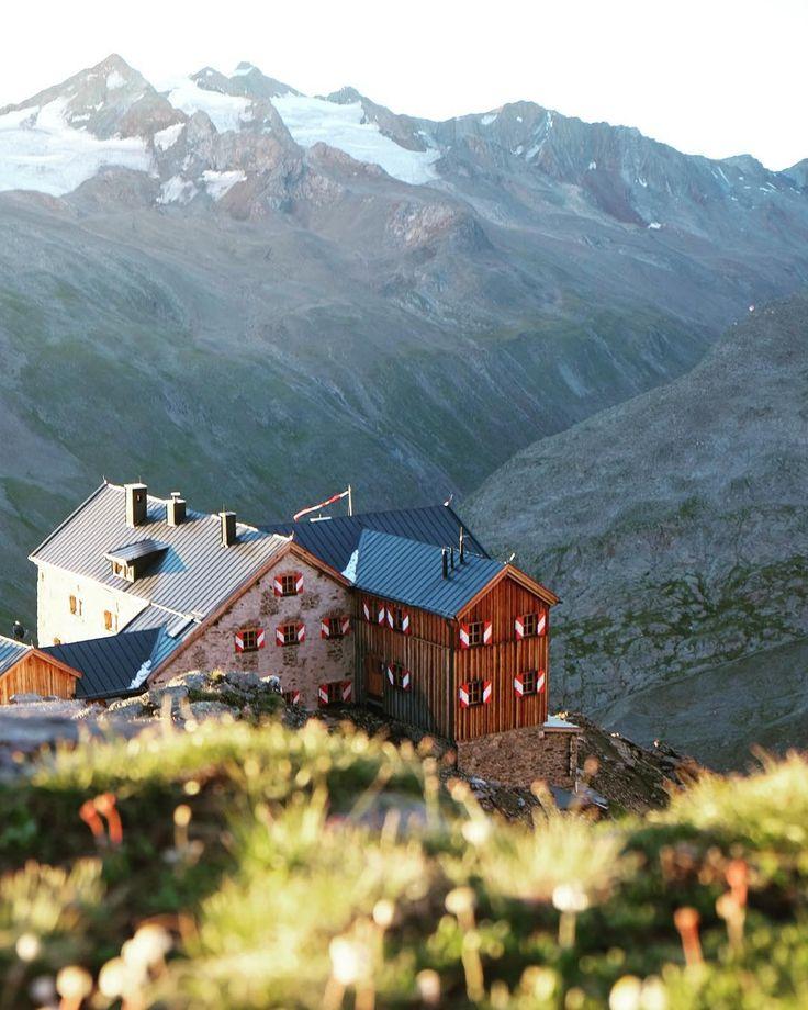 Häuschen am Berge: Ramolhaus Tirol. : @simschoe für #bergwelten beim #salewagetvertical in #obergurgl.