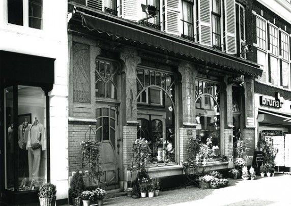 Apotheek Zwolle (Bloemenwinkel) / Pharmacy Zwolle (Flower Shop) ( D. de Herder, J.J. Hellendoorn )