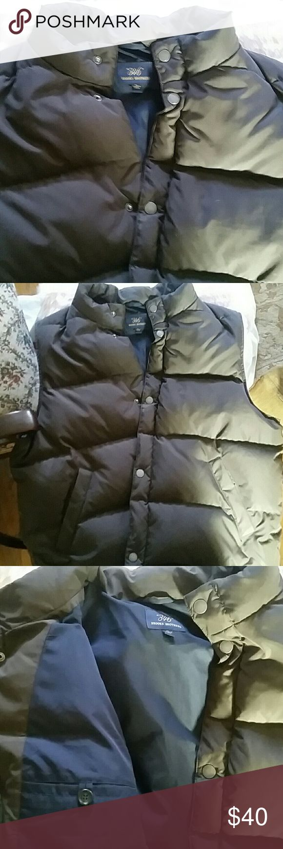 Awesome Brooks Brothers Men's Puffer Vest XL Stylish and warm Brooks Brothers Men's XL Puffer Vest in chocolate color. It doesn't look as if it was ever worn. It zips and buttons down the front. Has side pockets as well. In amazing preowned condition. Brooks Brothers Jackets & Coats Vests