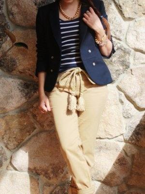 aliciaentrelazosyvestidos Outfit   Primavera 2012. Combinar Pantalones Beige Primark, Blazer Azul oscuro/Noche Zara, Cómo vestirse y combinar según aliciaentrelazosyvestidos el 9-5-2012