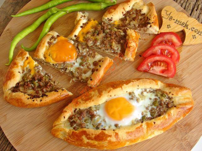 Kıymalı Yumurtalı Karadeniz Pidesi Resimli Tarifi - Yemek Tarifleri