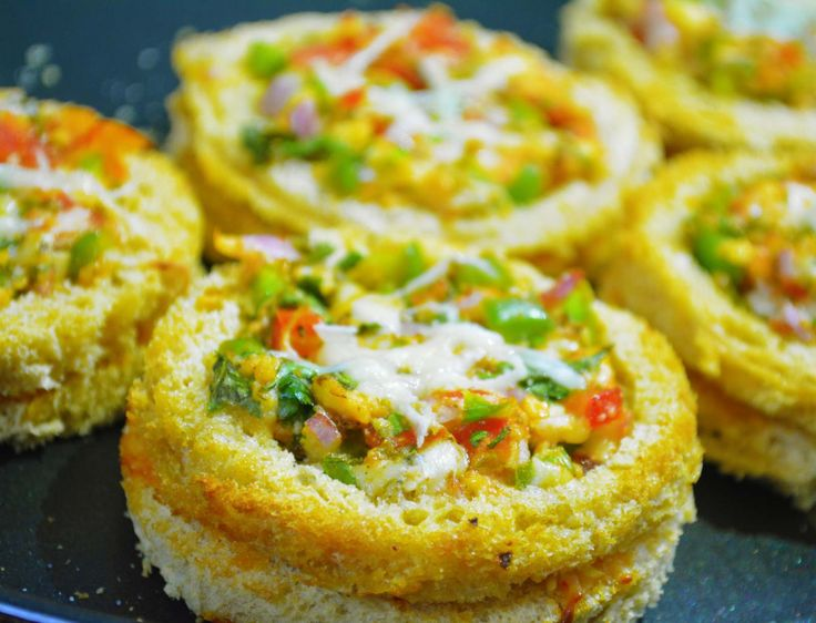 Love quick bites for snacks? These mini bread pizzas are absolute delicious made with fresh capsicum cheese and dry herbs. Have party at home or have a get together with friends these mini pizzas will leave everyone wanting more. Serve as appetizers or evening snack. Recipe by Pooja. #AppetizerRecipes http://ift.tt/2fVny5p #Vegetarian #Recipes