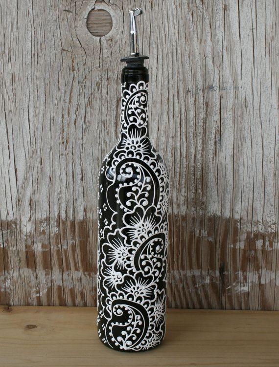 Bouteille de vin peint main bec verseur huile par LucentJane