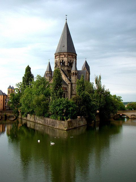 The Middle Bridge (Moyen Pont) in Metz, France.
