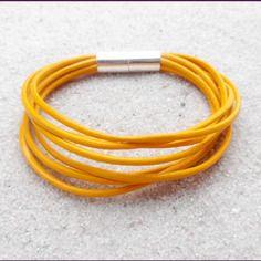 Bracelet en cuir jaune moutarde et aimanté