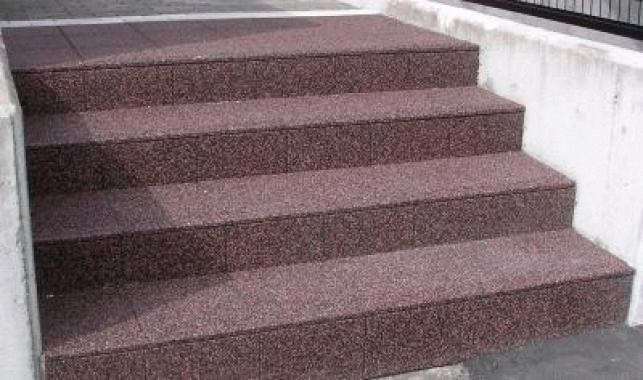 施工事例 神尾建設 北海道 LIXILリフォームショップ 屋外階段滑り止め施工例(2011.08.29)