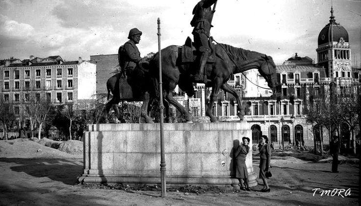 Madrid, plaza España (1939). Se pueden ver las trincheras de la guerra. Autor: Tomas Mora Monforte