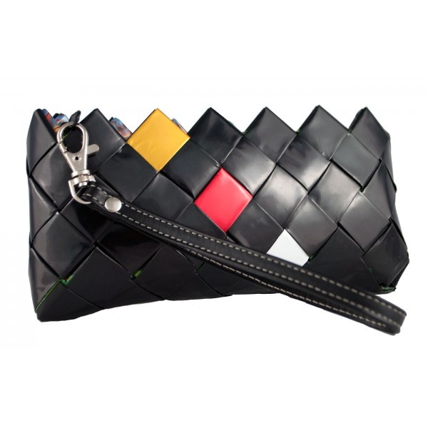 Candy Clutch Bag created ​​handfolded candy wrappers #brucle #candybags #fashion #bag