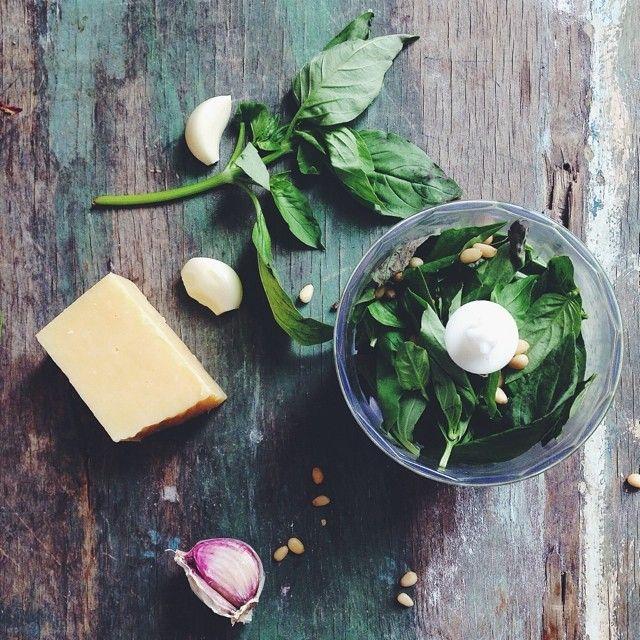 #ShareIG Pesto sauceОдним тартом не ограничилось,на ужин была паста с домашним песто и морепродуктами. Любите ли вы песто,как люблю его я? могу есть бесконечно☺️