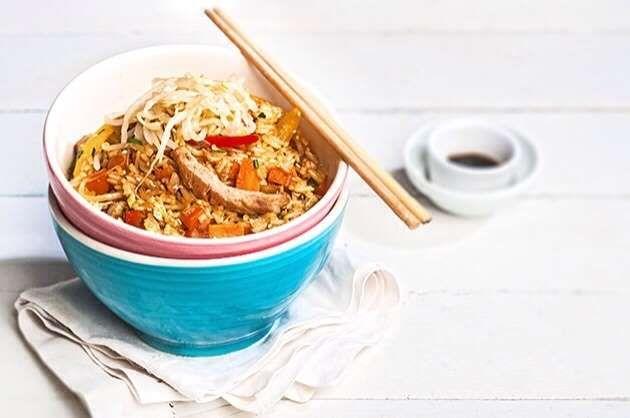 Kινέζικο τηγανιτό ρύζι στο γουόκ