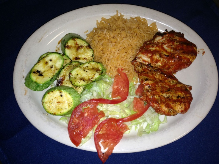 Pollo al carbón  -Pollo marinado en achiote y asado a la parrilla. Se sirve con arroz y calabaza. Marinated grilled chicken breast in achiote pepper, served with rice and mexican grilled zucchini.