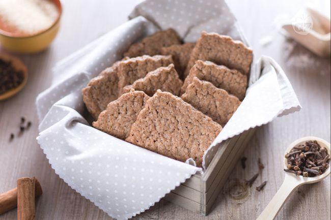 Gli speculoos sono deliziosi biscotti speziati, tra cui predomina la cannella, dal particolare colore bruno, tipici del Belgio e dei Paesi Bassi.