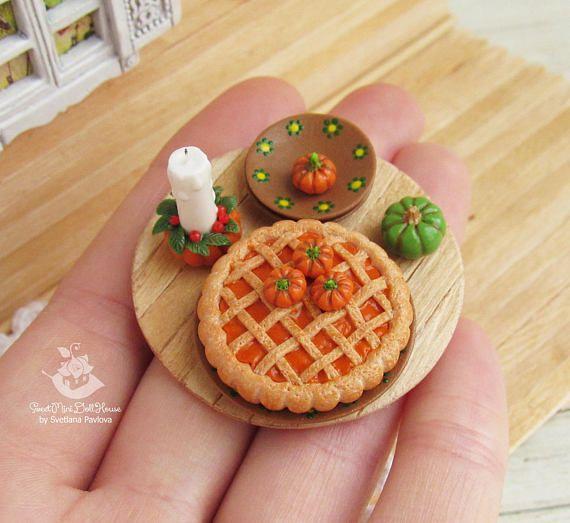 Miniature food set. Pumpkin pie candle plates and pumpkins