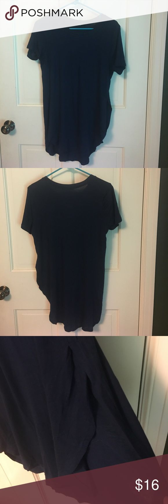 NWOT navy scallop hem side slit tshirt size L Thin material with lower back and side slit perfect with leggings or skinny jeans. Tops Tees - Short Sleeve