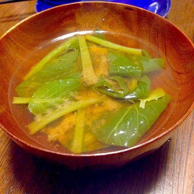 ごく普通のお味噌汁。具は小松菜オンリー。茎で矢印↑が出来てた。 - 3件のもぐもぐ - お味噌汁 by bps