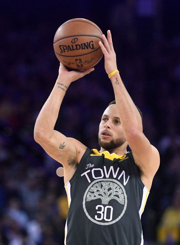 Golden State Warriors' Stephen Curry (30) makes a three-point basket in the second period of their NBA game against the Los Angeles Clippers at Oracle Arena in Oakland, Calif., on Thursday, Feb. 22, 2018. (Doug Duran/Bay Area News Group)