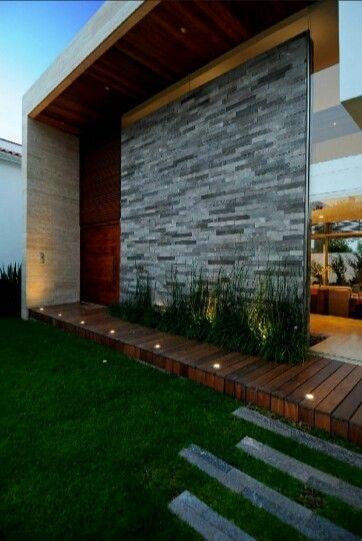 Spændende stenbeklædning med opadrettet lys. flot facade beklædning - Minimal