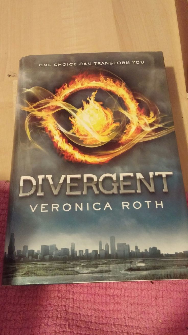 Los Angeles/LA 2016! My Brand New  Book That My Mom Bought For Me At The Aladdin Used Books Bookstore In Koreatown In Los Angeles! Divergent By Veronica Roth! Sunday August 28th,2016!😃😄😊☺😉😍😘❤💜💙💚💛💗💘💞💖💕💓💌💋💎💍👣💝🎍☀