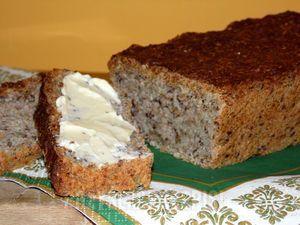 chleb razowy orkiszowo żytni  z ziarnami
