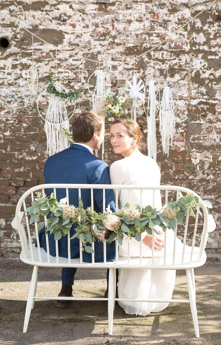 #stuhldekoration #trautisch Dekoration Ideen für Hochzeit Trautisch und Traubank Inspirationen für eure Dekoration vom Geschenketisch bis zum Sweet Table   Hochzeitsblog The Little Wedding Corner