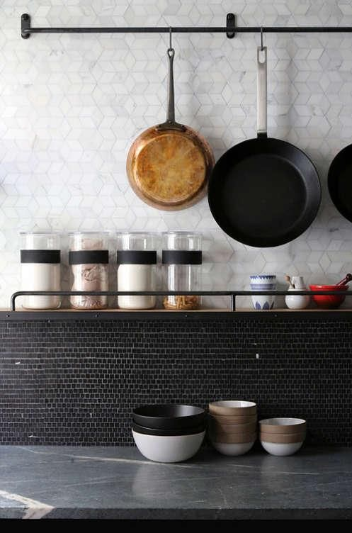 Schwarze Küche backsplash