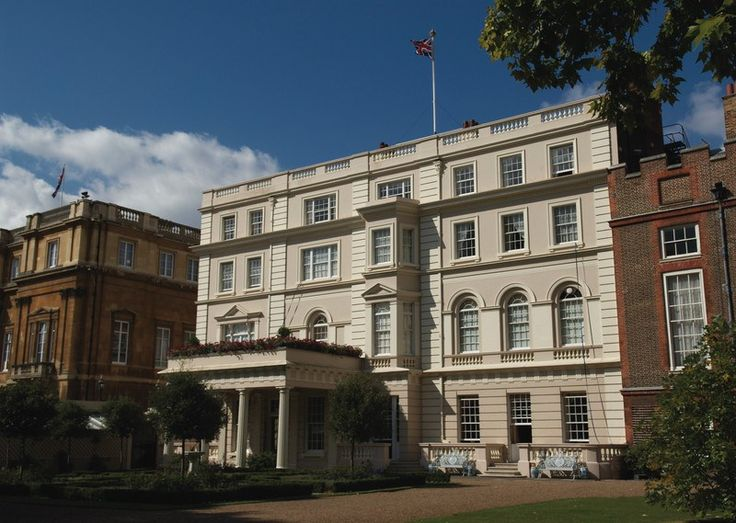 Picture of the outside of Clarence House