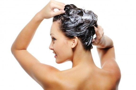 Problemi di capelli grassi? Non perdere questi rimedi naturali veloci per capelli grassi.  Vedi i tuoi capelli grassi e scuriti anche lavandoli tutti i giorni o quasi??? http://www.curarsialnaturale.it/consigli-rapidi-per-capelli-grassi-2801.html
