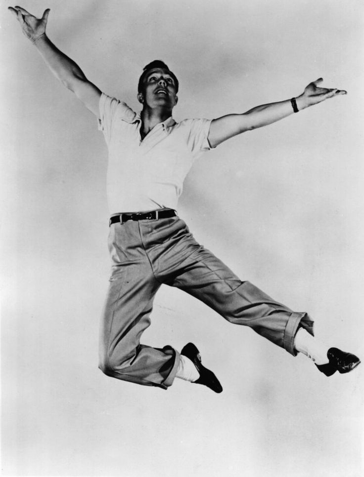 Gene Kelly made dancing look beautiful yet difficult, but Fred Astaire made dancing look effortless. I loved them both.