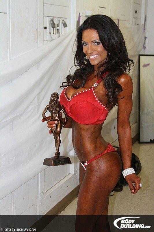 Denise Milani premiata per la categoria bikini fitness Bodybuilder Forum