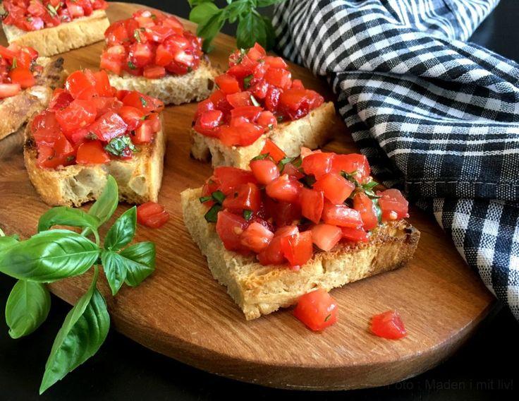 Bruschetta med tomat, jordbær og basilikum…