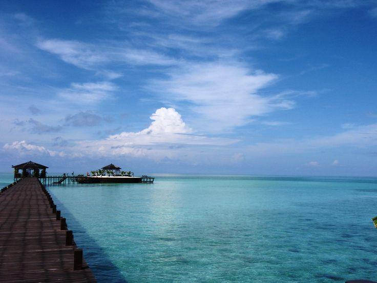全室水上コテージ!桟橋を歩いていくとデッキチェアーが並ぶロケーション最高な小さな島へ行く事が出来ます!!  #水上の楽園 #海 #千葉ダイビング #極上の世界