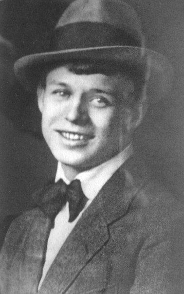 Дорогой дружище Миша, Ты как вихрь, а я как замять, Сбереги под тихой крышей Обо мне любовь и память.  15 марта 1916