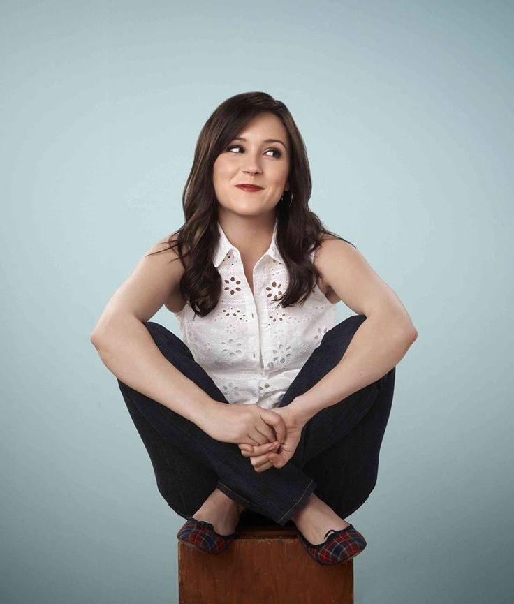 Shannon Woodward returns as 'Sabrina' in Raising Hope Season 4! I seriously love this show.