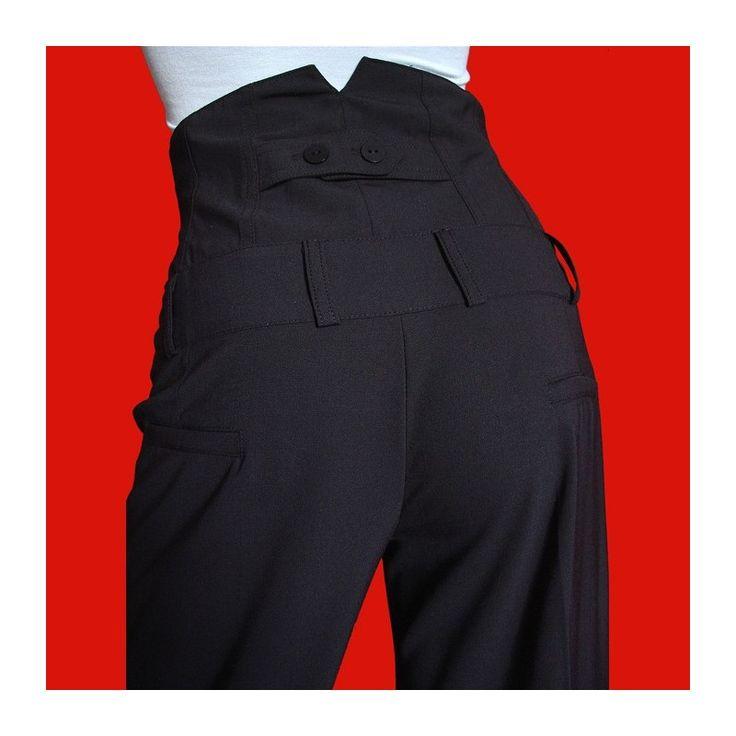 Pantalon femme noir large, taille très haute à faire pâlir d'envie les fashionistas de la mode. Il souligne la taille et peut être porté en toute occasion.