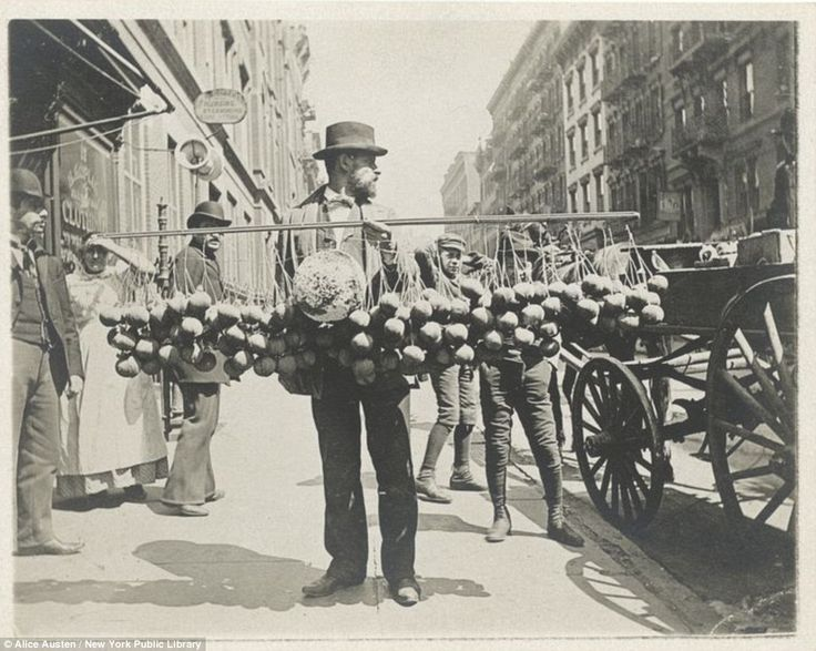 Beautiful Photo Portraits Of People Doing Their Jobs On The Streets Of Late 19th-Century New York
