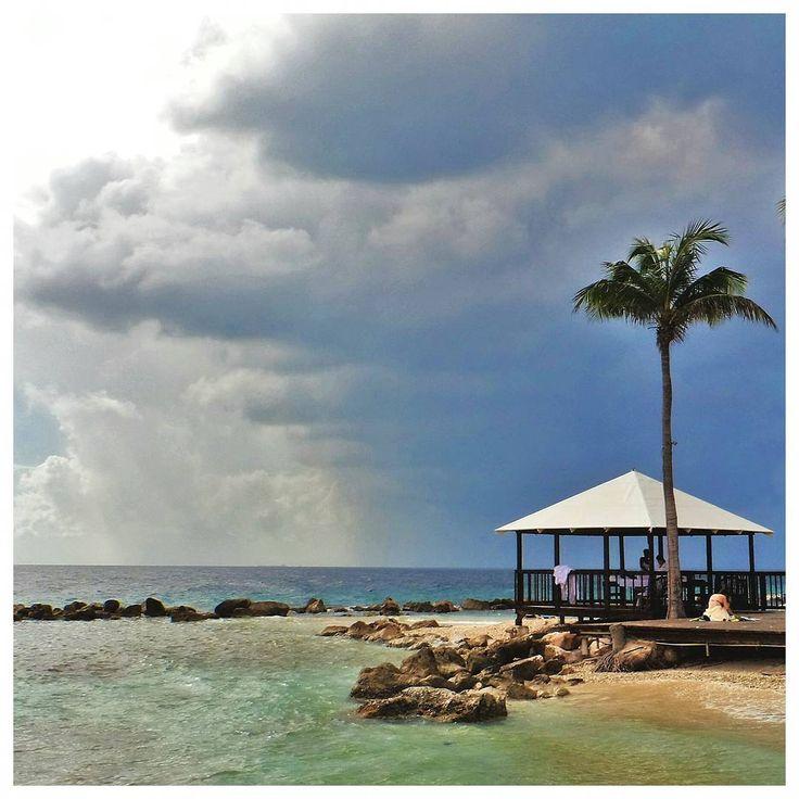 .  Y lo mejor que me pudo pasar en el viaje fue mirar el paisaje.. . . . . #showitnow! #curacao  #netherlandantilles #caribe  . . . . . . . . .  @gabyghisolfo  . . . . . . . . . . . . . . . . . . . . #wonderfulworld #livingonearth #landscaper #tourtheplanet #caribbeanbeach #livefolk #caribbeansea #traveltoearth #traveldestination #sealover #earthpics #earthfocus #colorsoflife #ig_worldclub_team #igworldclub #ig_worldclub_award #awesome_photographers #colorsofsky #travellife…