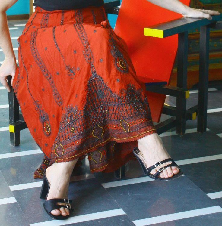 Gonna indiana ricamata color rosso granato - Gonne indiane - Diwali Store