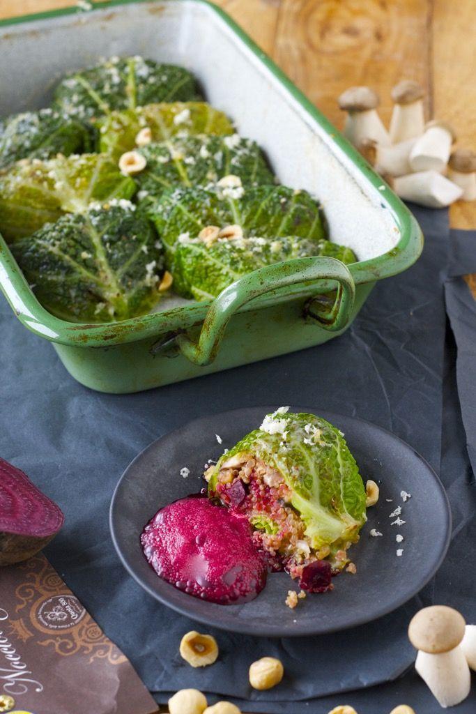 Quinoa-Wirsingröllchen mit Rote-Beete-Espuma