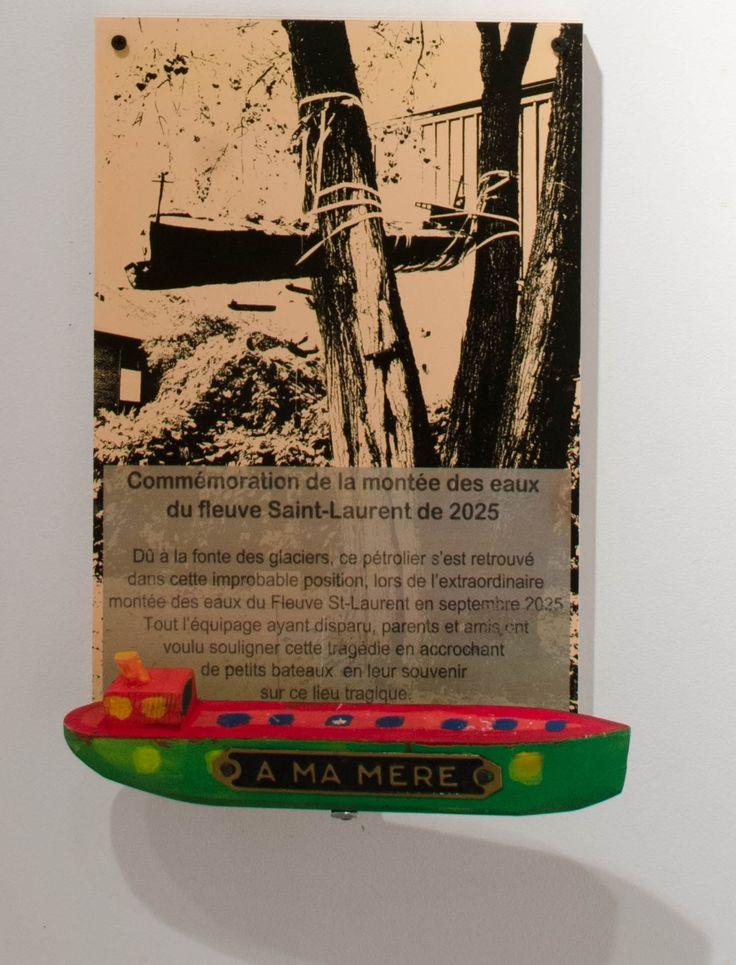 Réal Patry – À ma mère (2014) bois, photographie, plaquette mortuaire 15 x 10 pouces Prix : 100 $